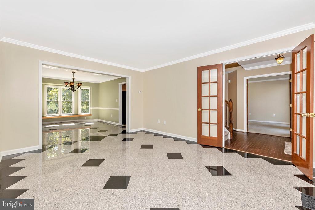 Living Room - 9005 SHADYBROOK DR, FREDERICK