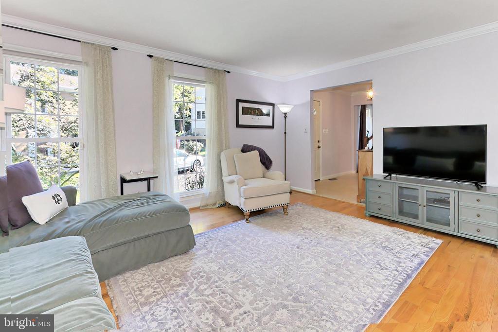 Living room - 9637 LINCOLNWOOD DR, BURKE