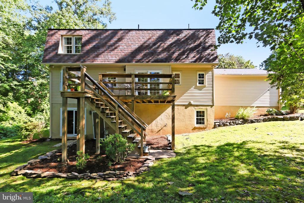 View of back of home - 9637 LINCOLNWOOD DR, BURKE