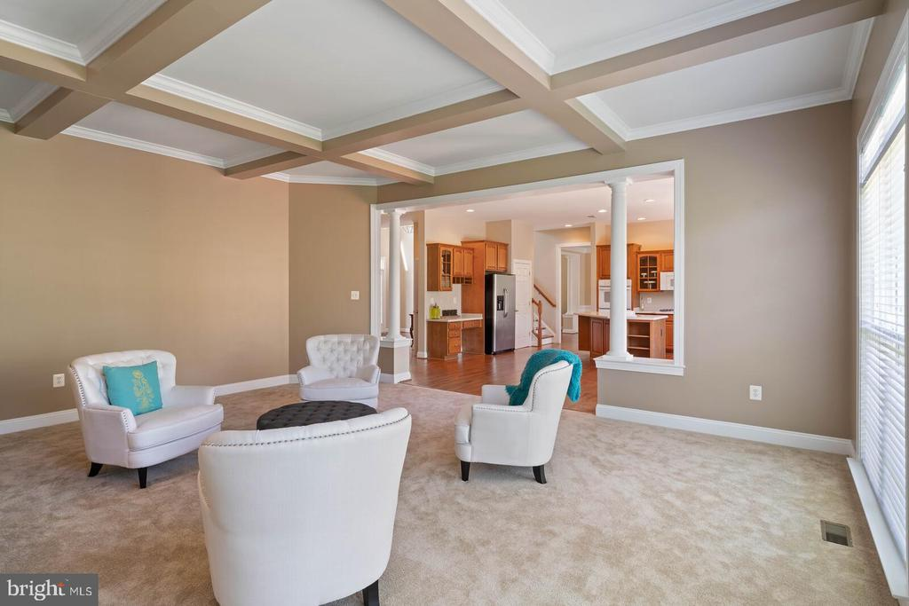 Kitchen Flows into Great Room - 22554 FOREST RUN DR, ASHBURN