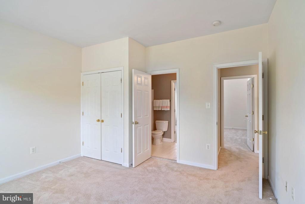 Bedroom #3 w/ Buddy Bath - 22554 FOREST RUN DR, ASHBURN