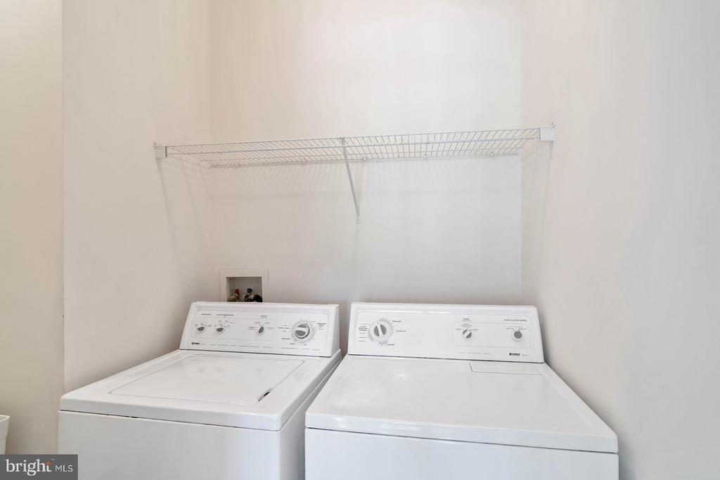 Upper Hall Laundry with Laundry Sink - 22554 FOREST RUN DR, ASHBURN