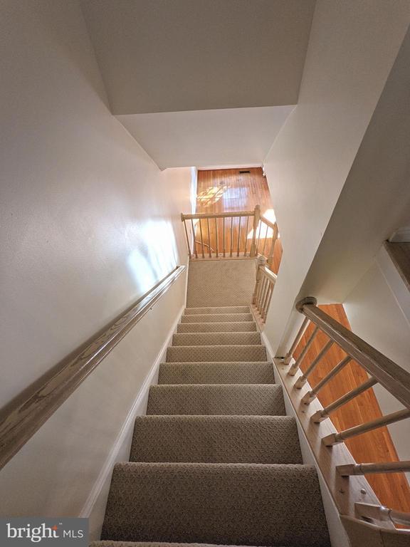 stair - 213 RIDGEPOINT PL, GAITHERSBURG