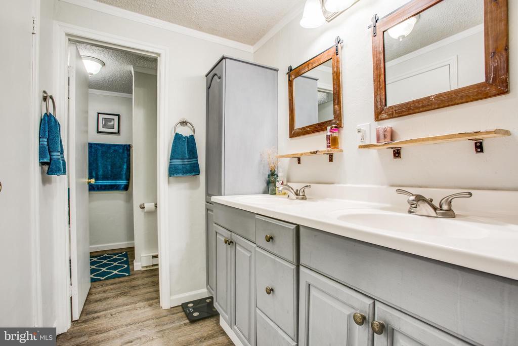 Master bath - 12400 TOLL HOUSE RD, SPOTSYLVANIA