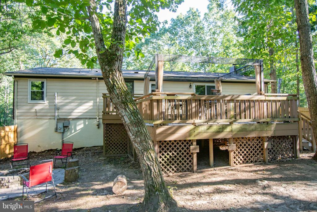 Huge deck for parties - 12400 TOLL HOUSE RD, SPOTSYLVANIA