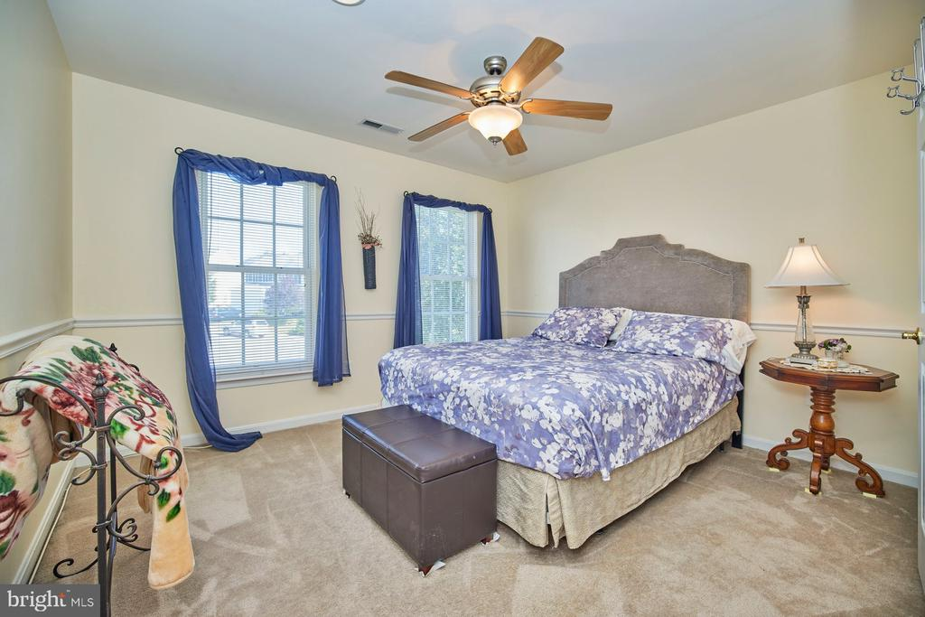 Secondary Bedroom with Lighted Ceiling Fan - 9032 PADDINGTON CT, BRISTOW