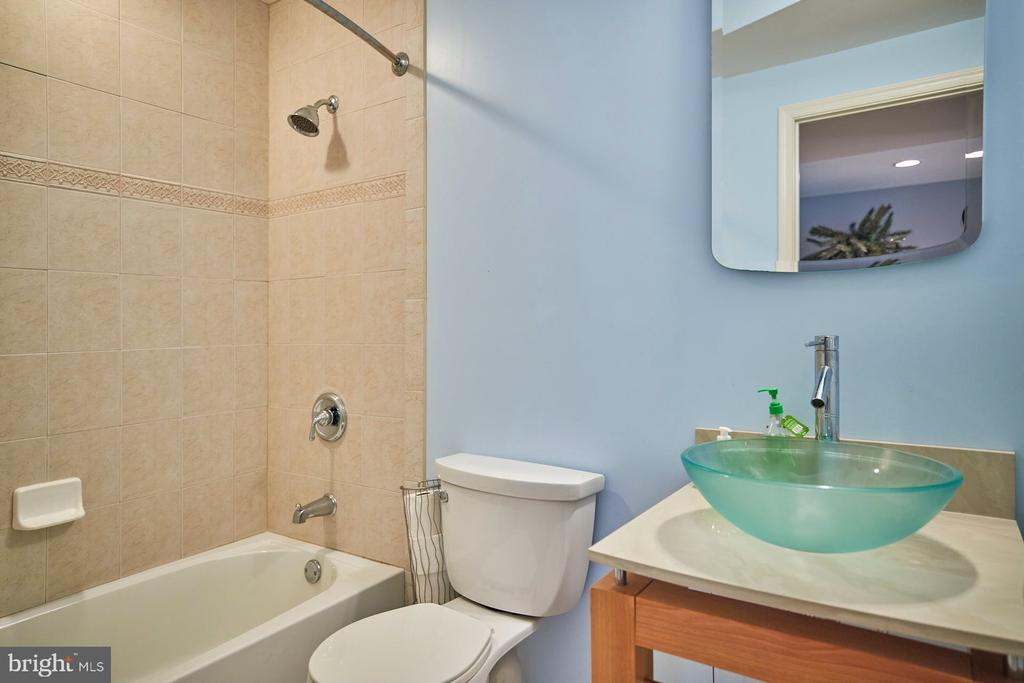 Lower Level Full Bathroom - 9032 PADDINGTON CT, BRISTOW