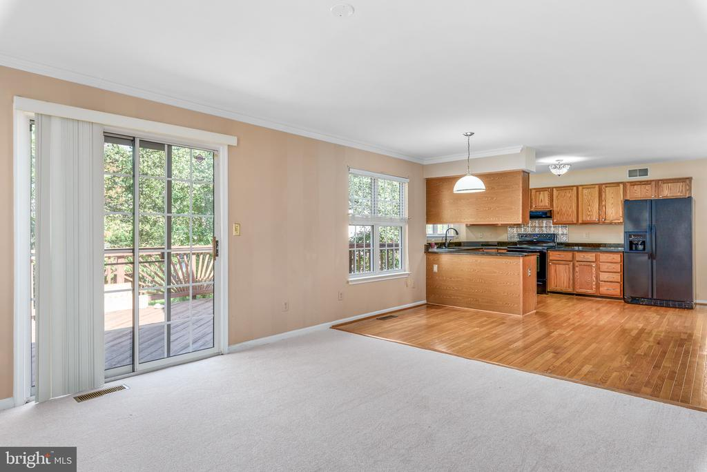 Family Room Access to Deck - 46490 CEDARHURST DR, STERLING