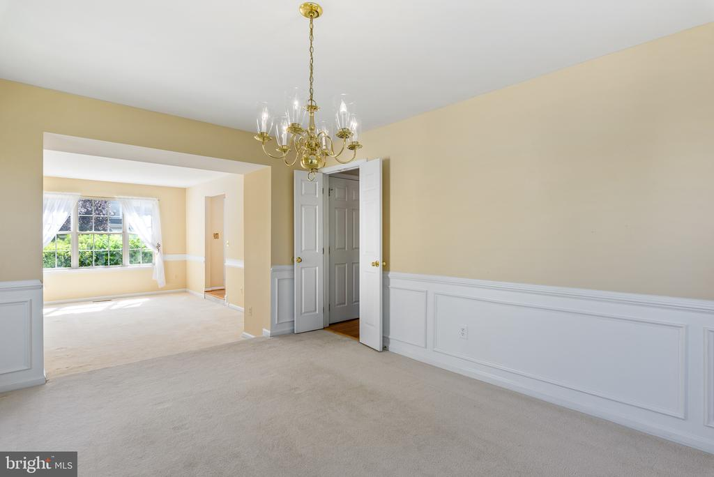Dinit Room View to Sunken Living Room - 46490 CEDARHURST DR, STERLING