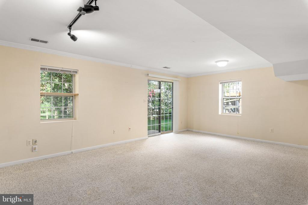 Lower Level Rec Room with Walkout - 46490 CEDARHURST DR, STERLING