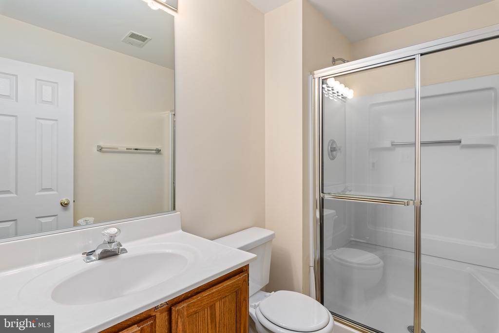 Lower Level Full Bath - 46490 CEDARHURST DR, STERLING
