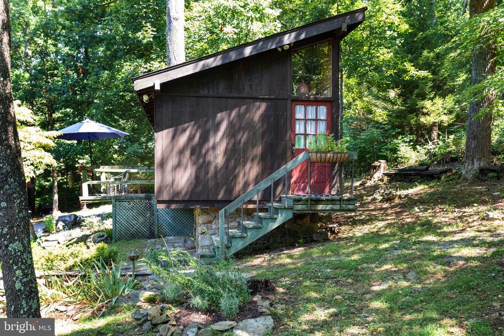 GUEST COTTAGE COMPLIMENTS MAIN HOME - 19079 BLUERIDGE MOUNTAIN RD, BLUEMONT