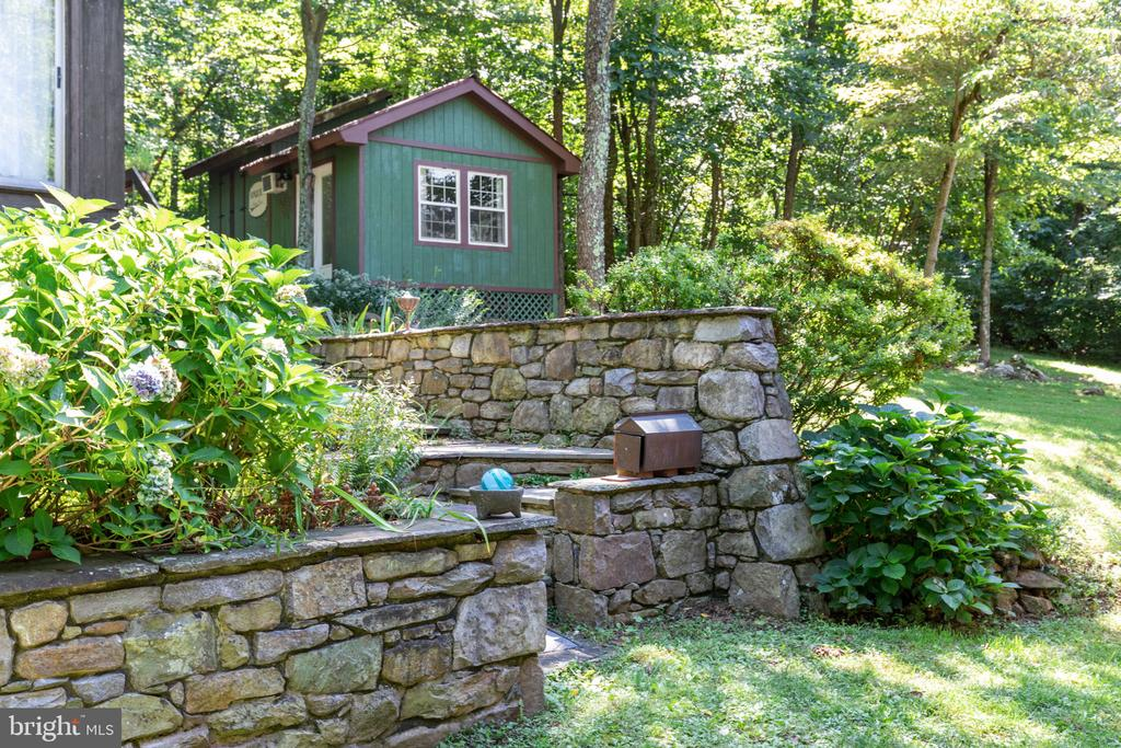 STUDIO AND WORK SHOP WITH SHED & POWER - 19079 BLUERIDGE MOUNTAIN RD, BLUEMONT