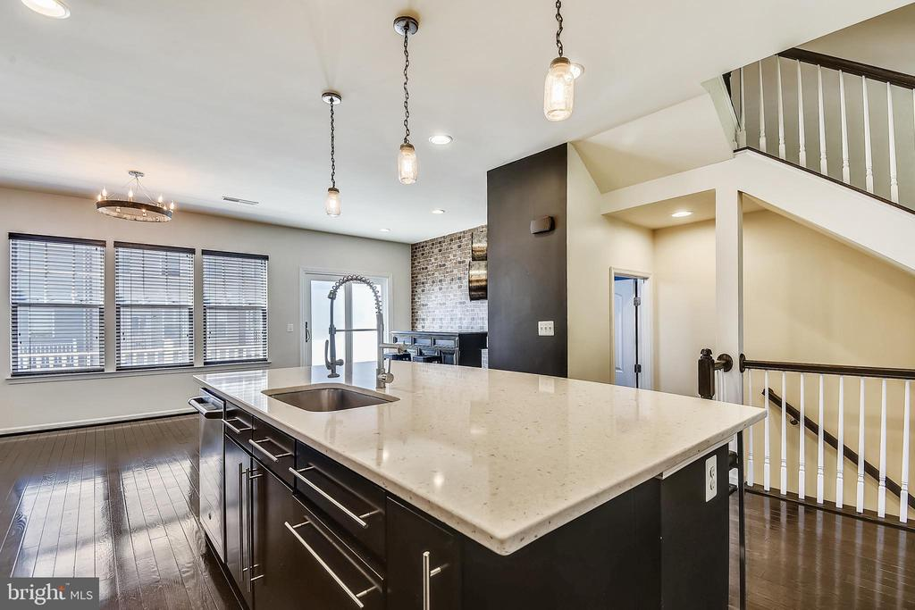 - 44021 EASTGATE VIEW DR, CHANTILLY