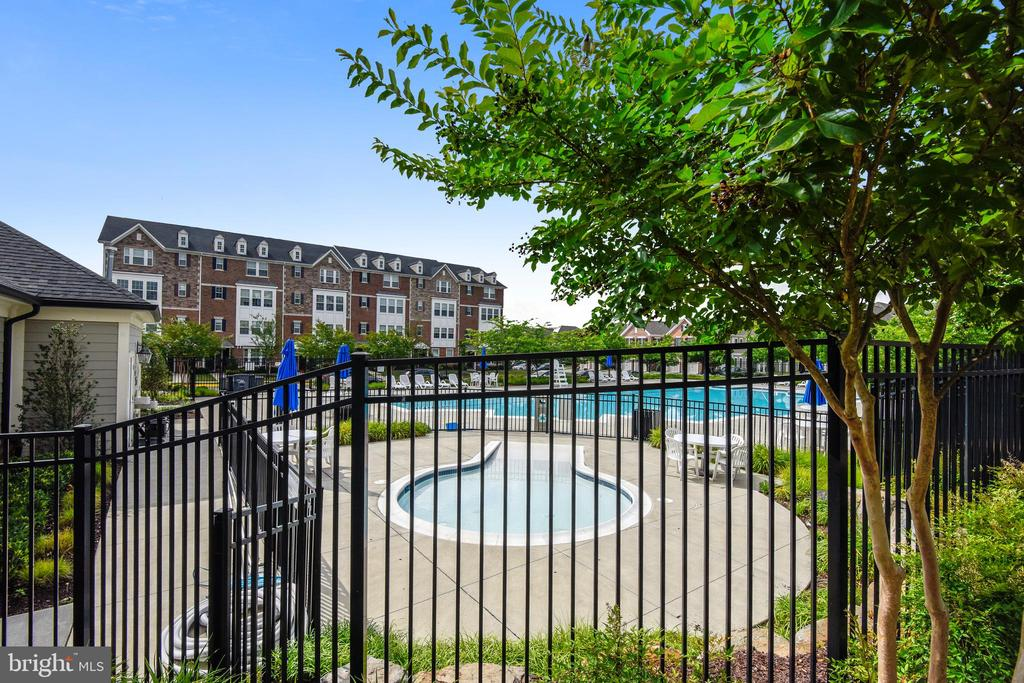 East Gate Pool - 44021 EASTGATE VIEW DR, CHANTILLY