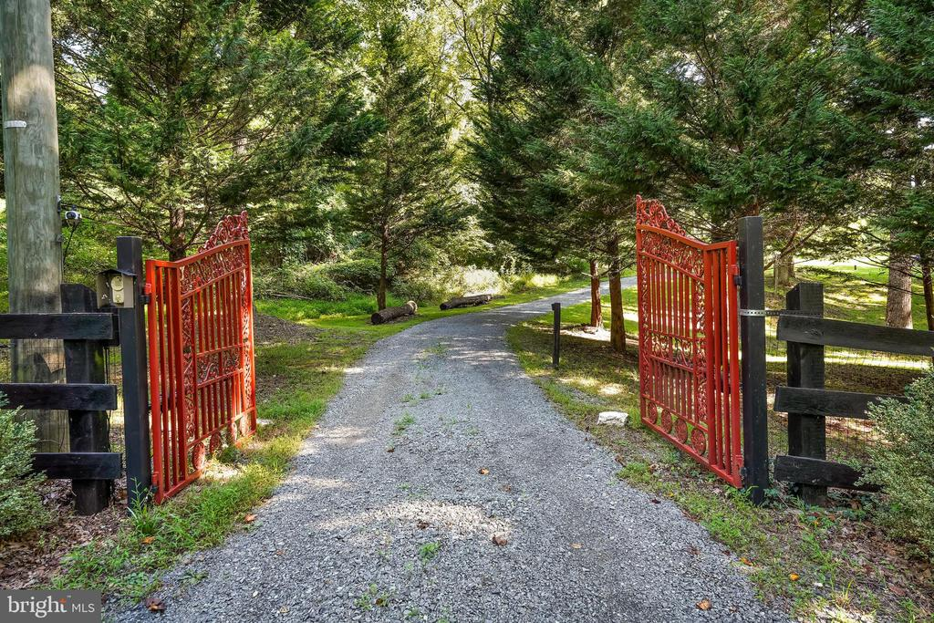 Gated Entrance - 34970 CHARLES TOWN, PURCELLVILLE