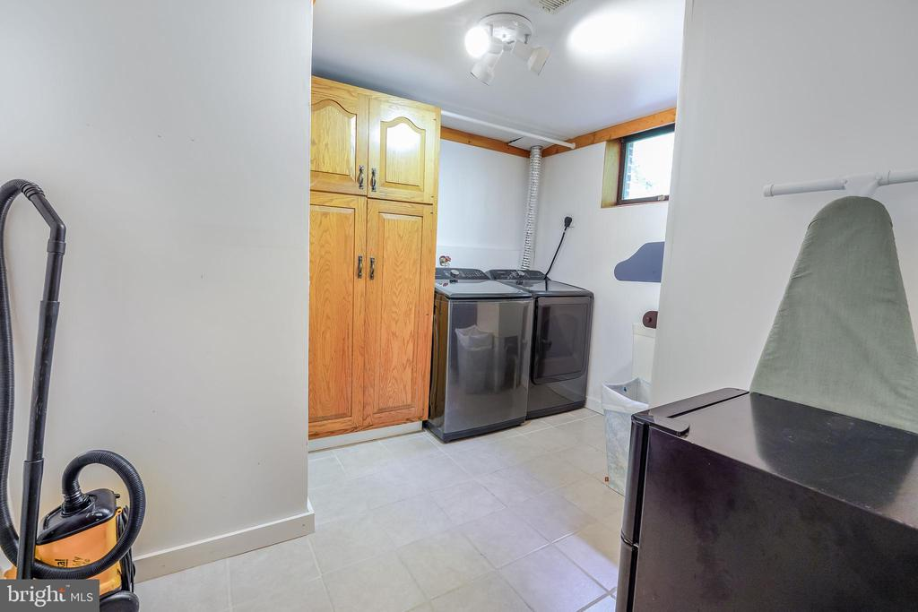 Large Laundry Room - 34970 CHARLES TOWN, PURCELLVILLE