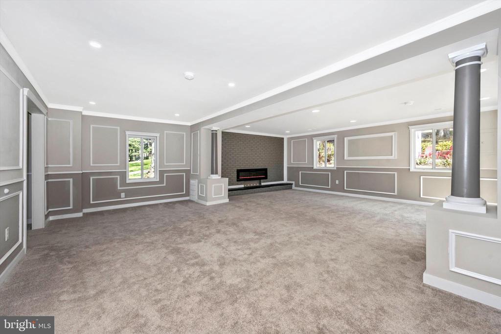 Large Family Room -  Full Of Custom Details - 6121 QUINN RD, FREDERICK