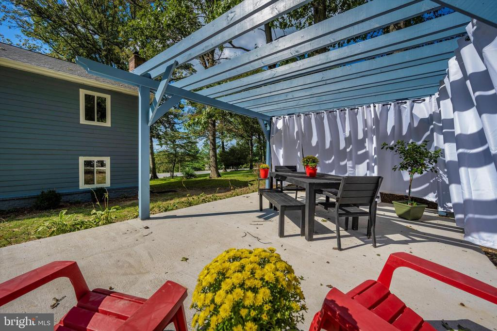 Outdoor Dining! (Curtains Included) - 6121 QUINN RD, FREDERICK