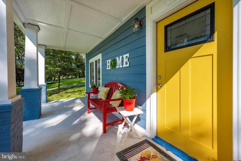 Friendly & Cozy Front Porch Seating - 6121 QUINN RD, FREDERICK