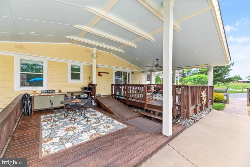 Covered, Tiered Deck - 37872 CHARLES TOWN PIKE, HILLSBORO