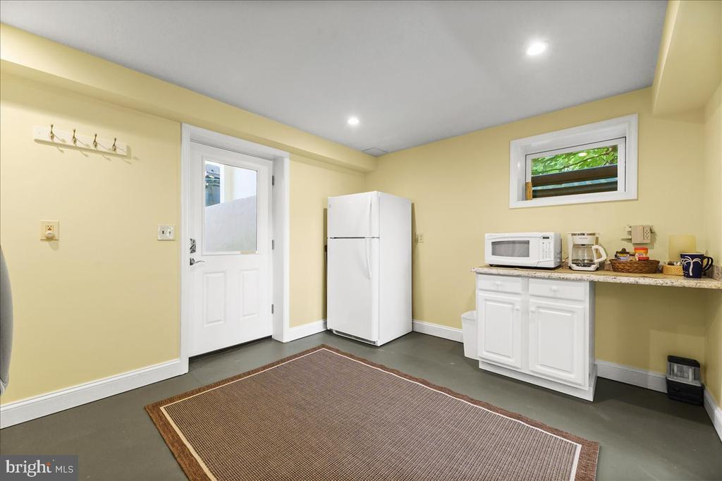 Laundry/Snack Area for Guests & Pool - 37872 CHARLES TOWN PIKE, HILLSBORO