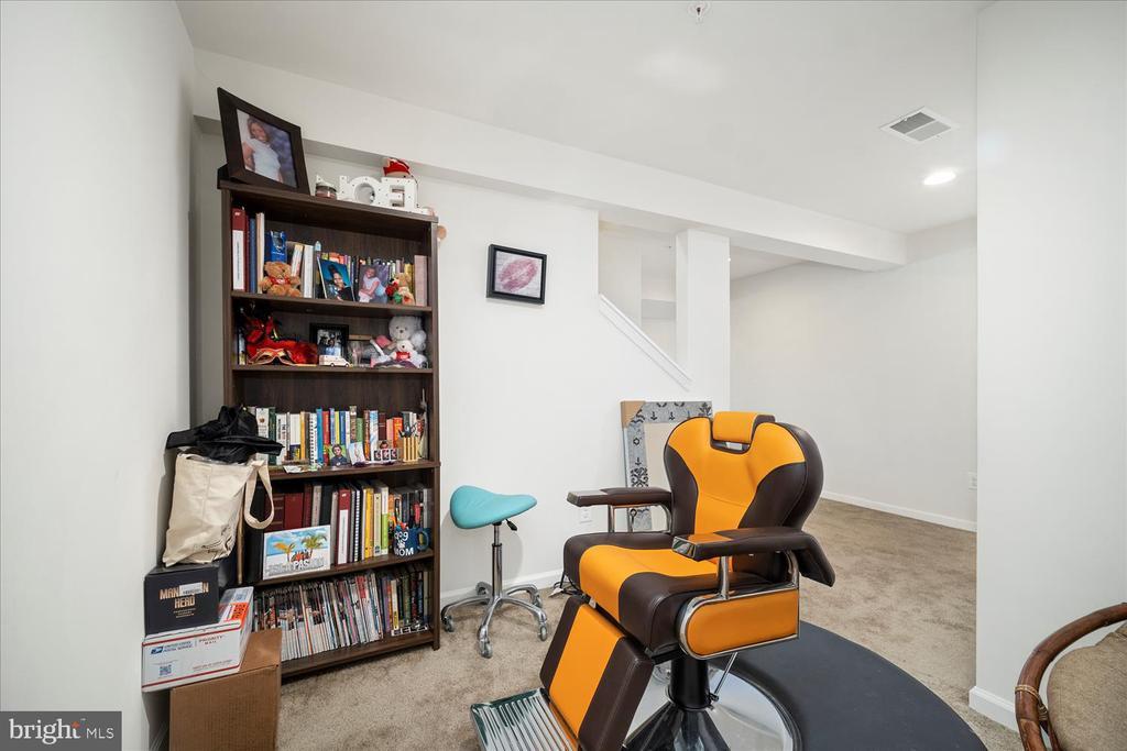 Den/Library area in basement - 17105 SEA SKIFF WAY, DUMFRIES