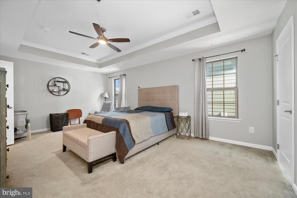 Spacious Primary Bedroom with tray ceiling - 17105 SEA SKIFF WAY, DUMFRIES