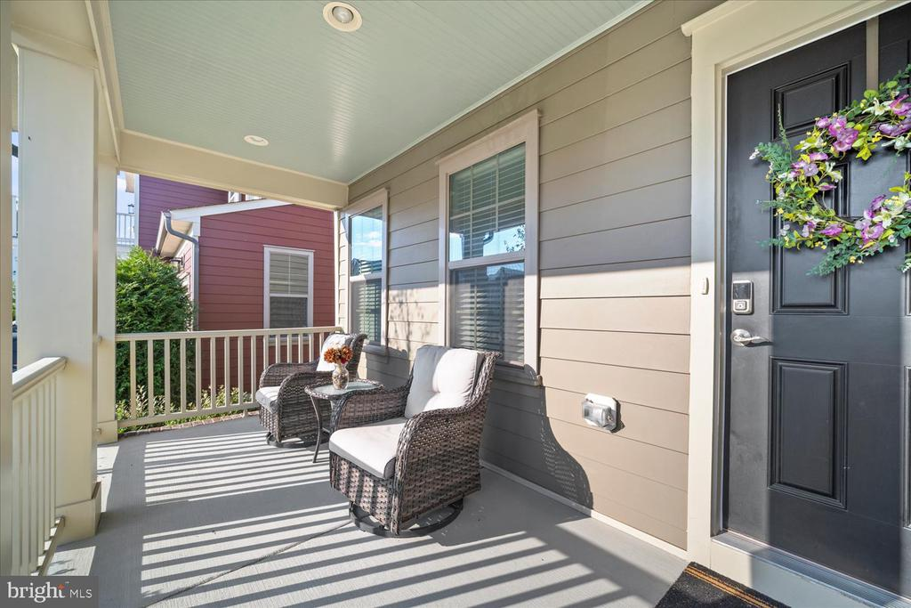 Relaxing front porch - 17105 SEA SKIFF WAY, DUMFRIES