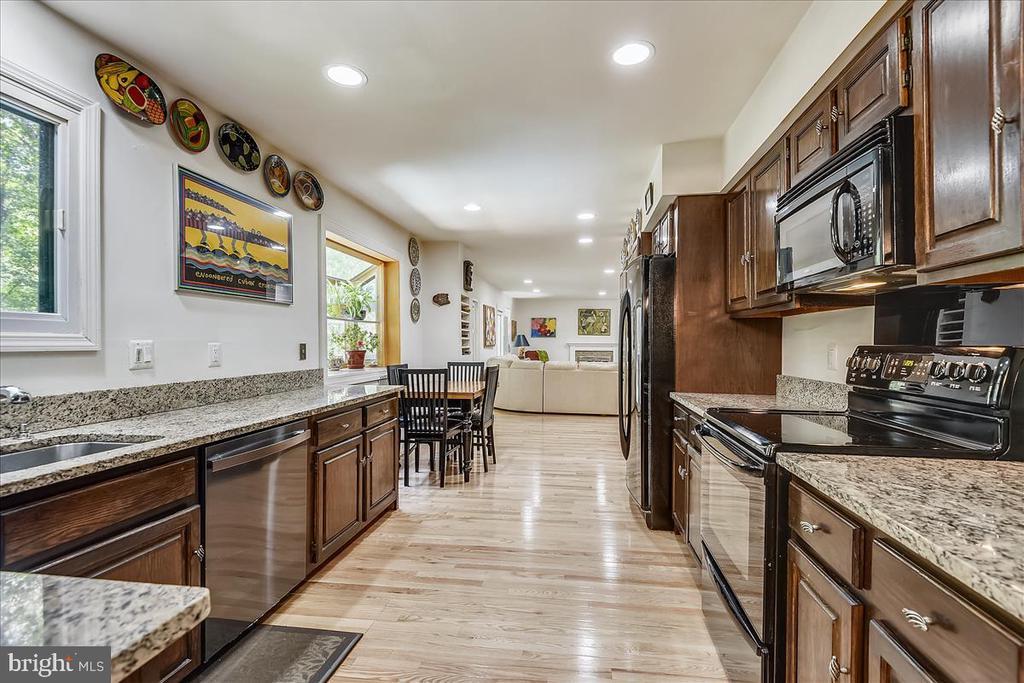 View of updated kitchen - 10722 CROSS SCHOOL RD, RESTON