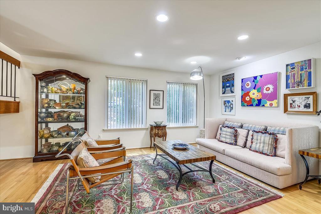 view of living room - 10722 CROSS SCHOOL RD, RESTON