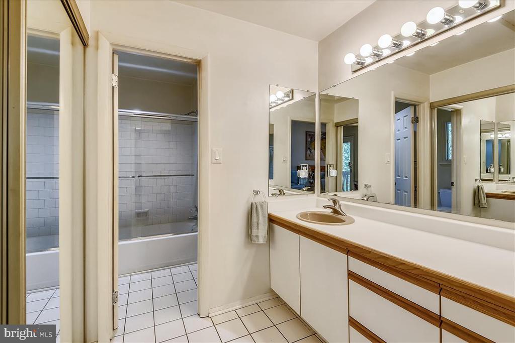 Primary bathroom - 10722 CROSS SCHOOL RD, RESTON
