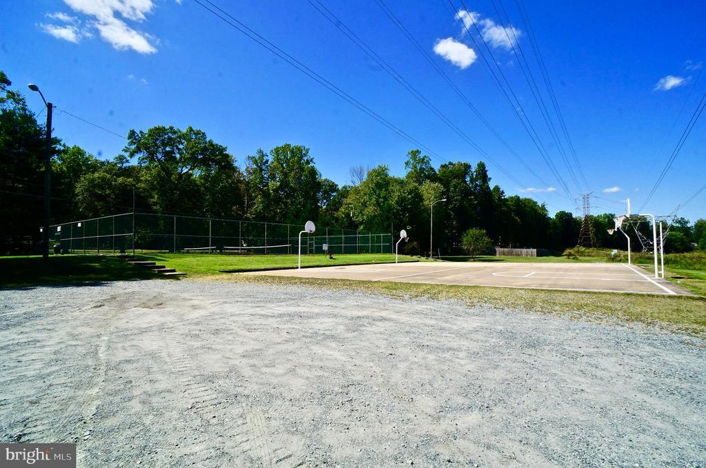 Basketball Courts and Walk/Jog Path - 304 RAFT CV, STAFFORD