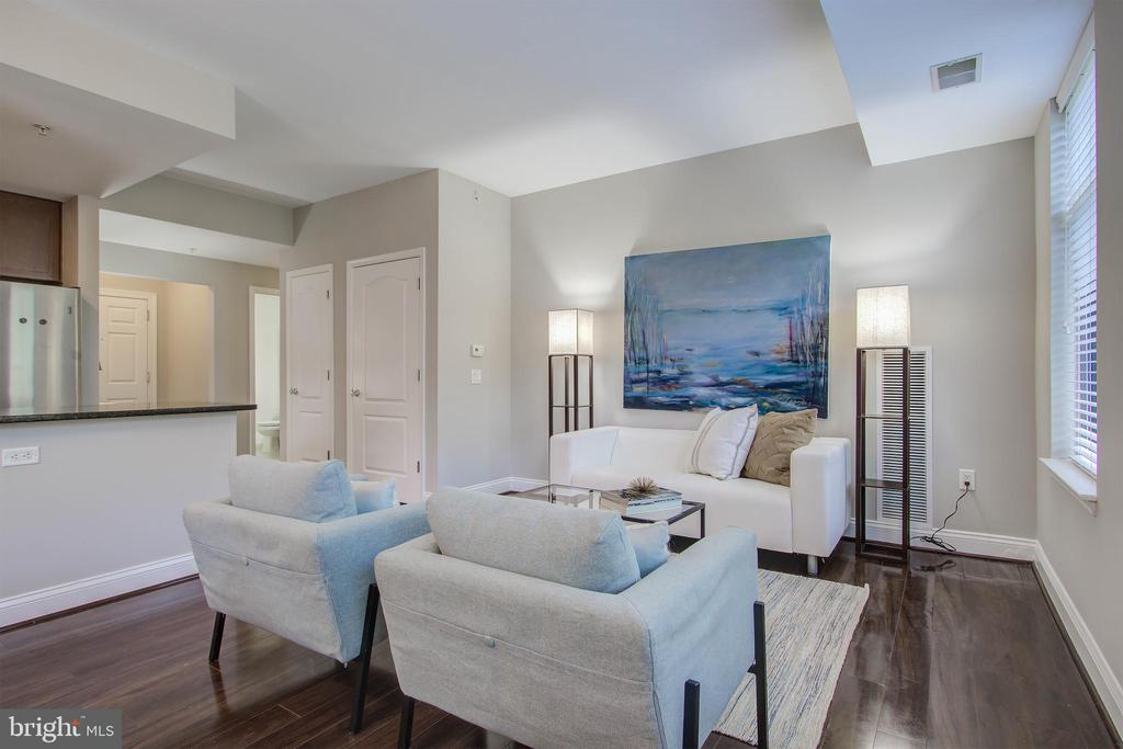 Living room - 525 N FAYETTE ST #222, ALEXANDRIA