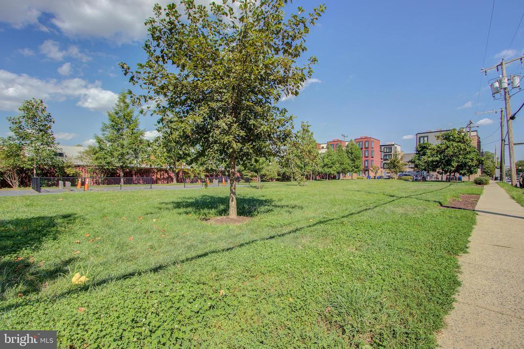 Park across street - 525 N FAYETTE ST #222, ALEXANDRIA