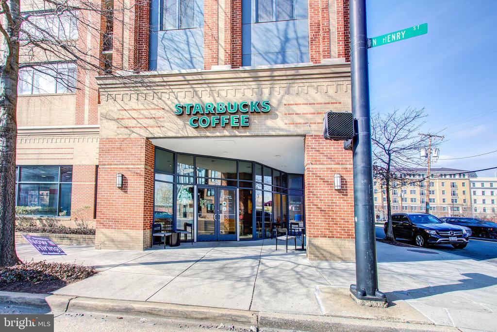 Starbucks next door - 525 N FAYETTE ST #222, ALEXANDRIA