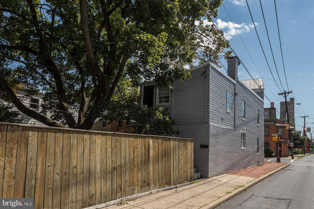 Side Exterior - 139 W 3RD ST, FREDERICK