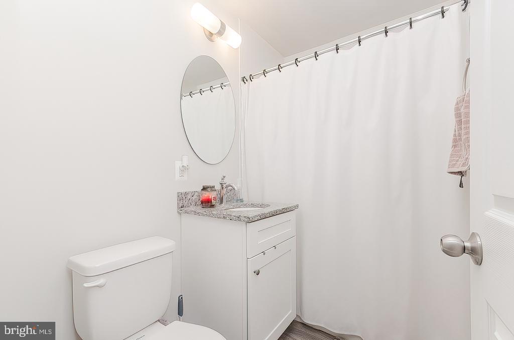 Main  level Full bath - 296 MANASSAS DR, MANASSAS PARK