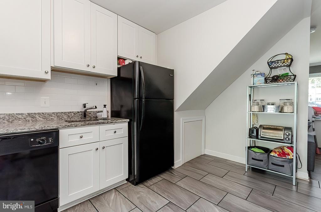 Kitchen sink and refrigerator - 296 MANASSAS DR, MANASSAS PARK