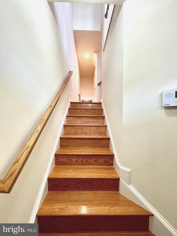Foyer - 42603 OFFENHAM TER, CHANTILLY