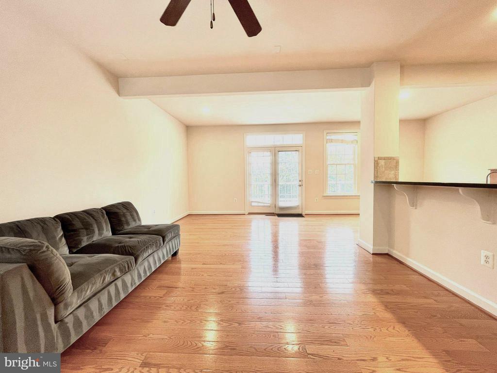 Family room - 42603 OFFENHAM TER, CHANTILLY