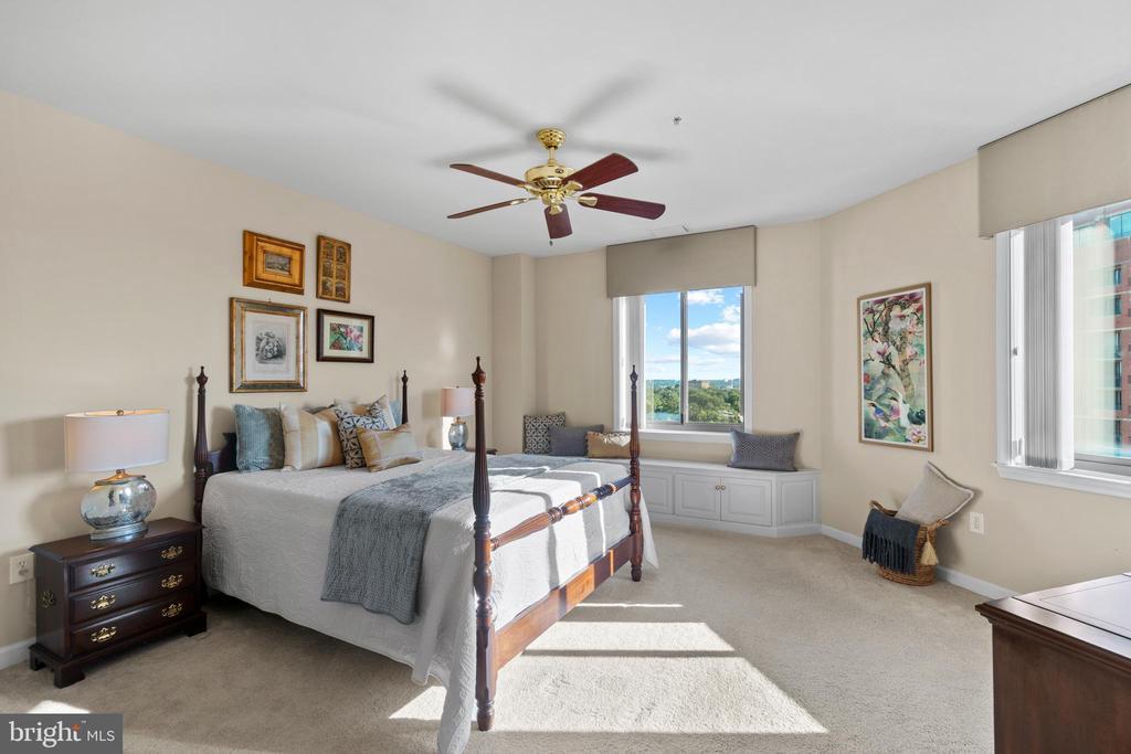 MBR - custom drapes,  ceiling fan - 901 N MONROE ST #1501, ARLINGTON