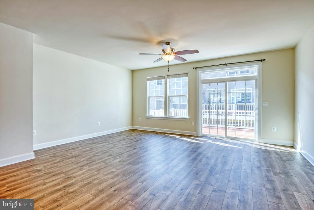 Wide plank flooring - 15281 CARTERSVILLE CT, HAYMARKET