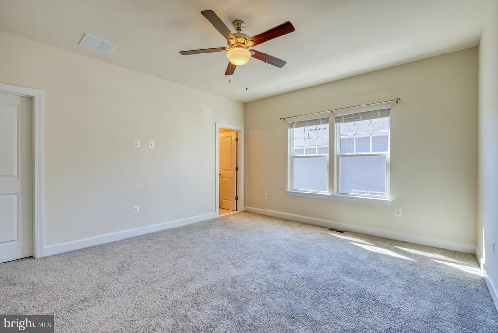 ceiling fans in all bedrooms - 15281 CARTERSVILLE CT, HAYMARKET