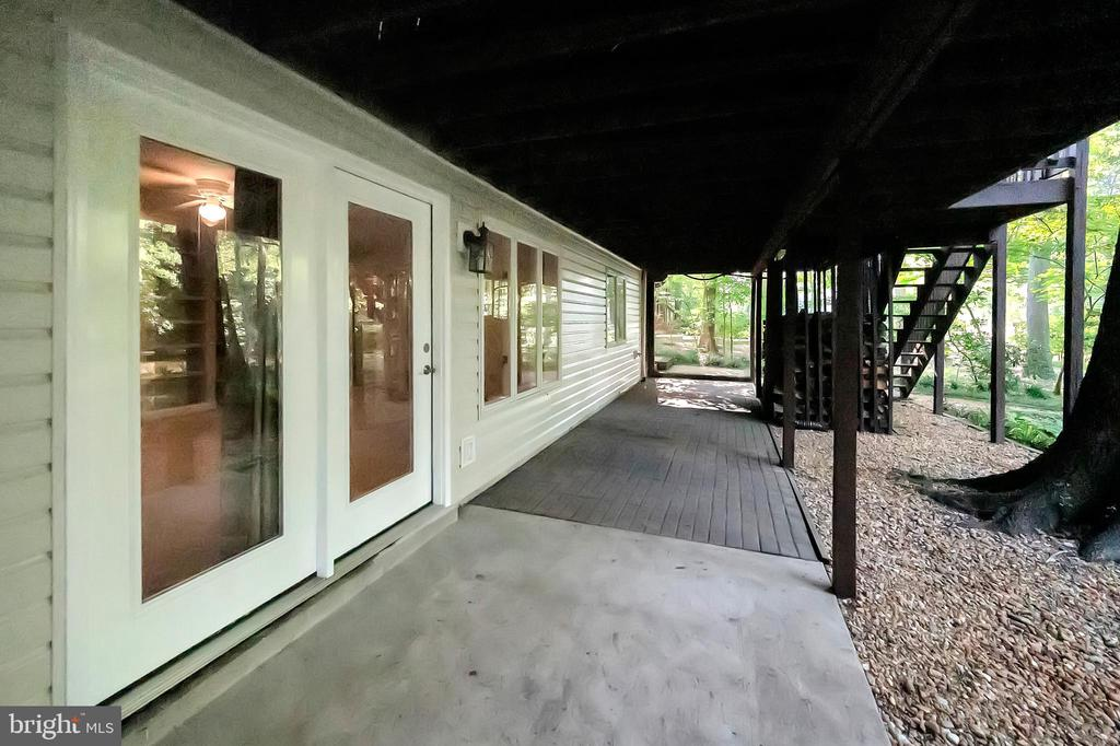 Patio for additional outdoor living space - 110 CUMBERLAND CIR, LOCUST GROVE
