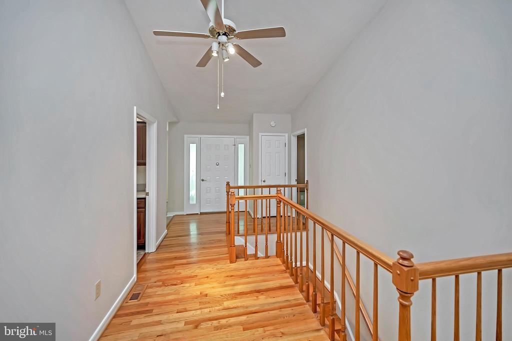 Foyer with gleaming hardwood floors - 110 CUMBERLAND CIR, LOCUST GROVE