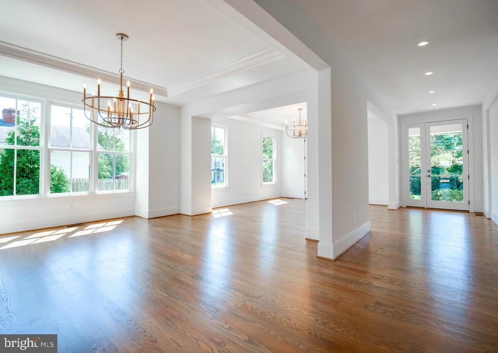 Dining room/Living room  with  wide arrival hall - 635 FREDERICK ST SW, VIENNA