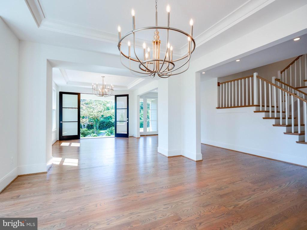 Stylish open living/dining room concept..so nice! - 635 FREDERICK ST SW, VIENNA