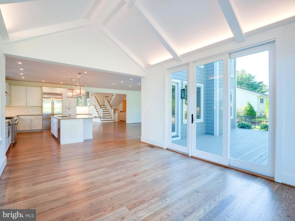 Talk about expansive space - 635 FREDERICK ST SW, VIENNA