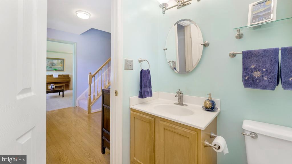 Main floor 1/2 bathroom - 14 DEVONSHIRE LN, STAFFORD